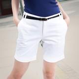 Quần short trắng xuống phố ngày hè