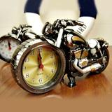 Đồng hồ để bàn cá tính