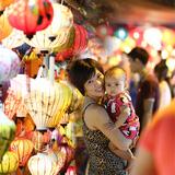 Chụp ảnh Trung thu cho bé và gia đình trên phố Hàng Mã