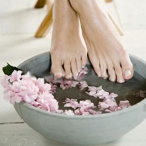Làm căng da, giảm nổi gân tay và chân bằng parafin