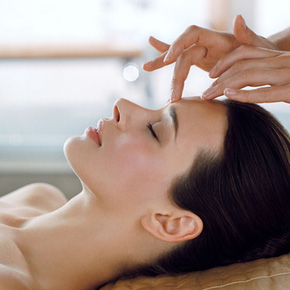 Massage mặt liệu pháp Collagen hoặc Massage body