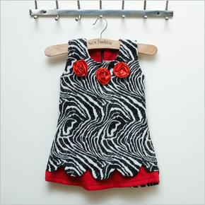 Váy dạ vằn đen trắng phối màu đỏ Kitty kids