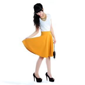 Chân váy xoè màu vàng