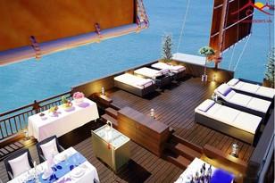 Ngắm hoàng hôn và ăn tối trên Du thuyền Hoàng Đế 5