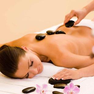 Massage body đá nóng tại Belle Spa