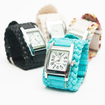 Đồng hồ bản kết phong cách