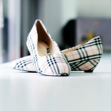 Giày caro thanh lịch