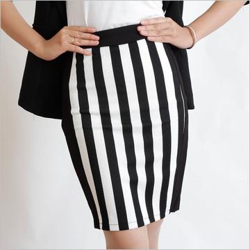 Chân váy họa tiết đen trắng sang trọng và tôn dáng