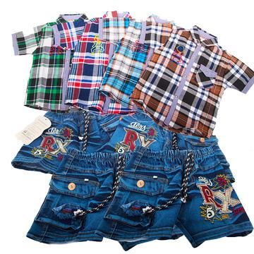 Quần jean và áo sơ mi cho bé trai