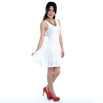 Đầm ren trắng tinh khôi