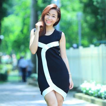 Đầm len body viền trắng - Chân váy xẻ chữ V
