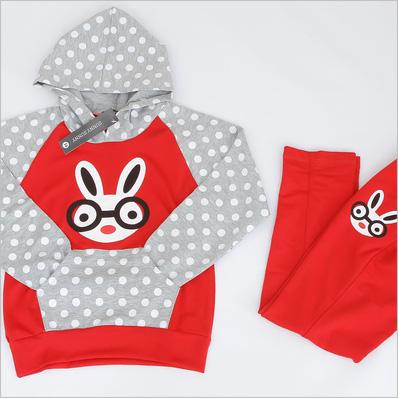 Bộ đồ hình thỏ màu sắc và ngộ nghĩnh cho bé