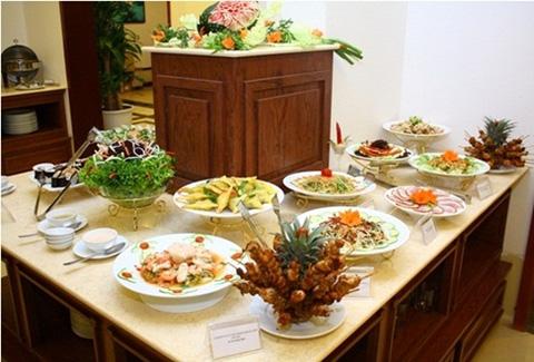 Thưởng thức Buffet với hơn 40 món Âu, Á vào những ngày cuối tuần tại Nhà hàng Hồ Giám - Windy Hotel tiêu chuẩn 03 sao - Chỉ với 181.000đ