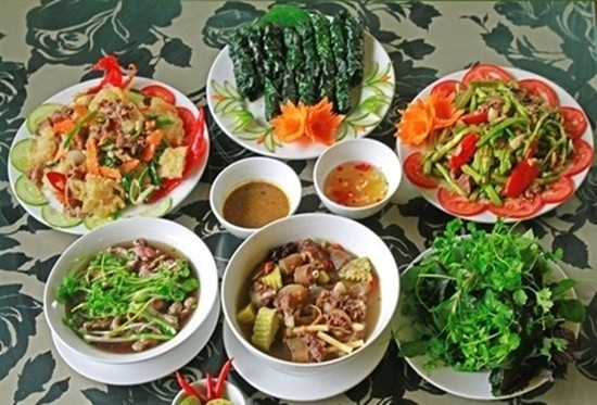 Đặc sản Thịt Trâu (Đuôi trâu hầm thuốc bắc, Thịt trâu xào cần, Bắp trâu thái nhúng...) tại Nhà hàng Trâu Việt - Chỉ với 295.000đ