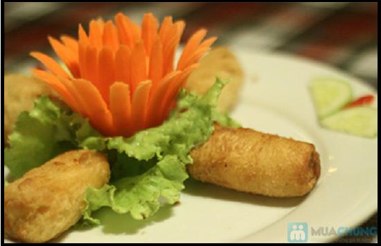 Set ăn 7 món: bánh mì cuộn cá chiên, gỏi thơm tôm thịt... trên du thuyền 5 sao Indochina Junk. Chỉ 290.000đ/ 01 - 1