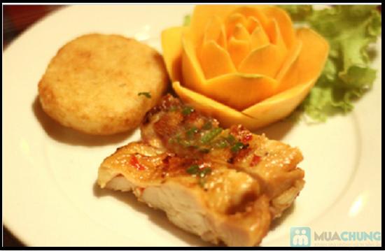 Set ăn 7 món: bánh mì cuộn cá chiên, gỏi thơm tôm thịt... trên du thuyền 5 sao Indochina Junk. Chỉ 290.000đ/ 01 - 3