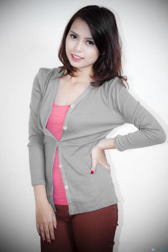 Nữ tính cùng áo khoác nhẹ dài tay - 1