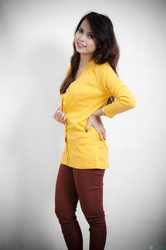Nữ tính cùng áo khoác nhẹ dài tay - 3