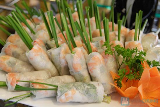 Thưởng thức buffet trưa với hơn 60 món tại nhà hàng Quê Hương. Chỉ 140.000đ/ 01 người - 7