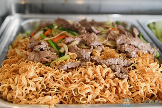 Thưởng thức buffet trưa với hơn 60 món tại nhà hàng Quê Hương. Chỉ 140.000đ/ 01 người - 26