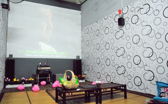 Xem phim HD + Đồ ăn nhẹ cho 2-3 người tại ChipChip 3D Cafe - Chỉ 110.000đ - 18