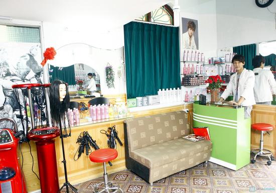 Chọn 1 trong 3 gói dịch vụ cắt + nhuộm - cắt + uốn - cắt + uốn Thuốc tại Salon Hoàng - Chỉ với 280.000 đ - 5