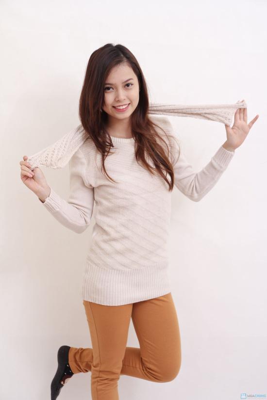 áo len kèm khăn cho bạn nữ - 5
