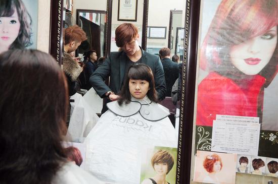 Lựa chọn 01 trong 03 gói dịch vụ làm tóc Cắt + Nhuộm hoặc Cắt + Ép hoặc Cắt + Uốn tại Salon tóc Kim Đức - Chỉ với 550.000đ - 7
