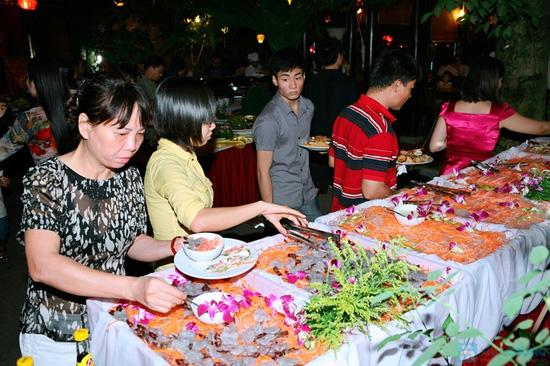 Buffet tại nhà hàng Hoàng Việt - 2
