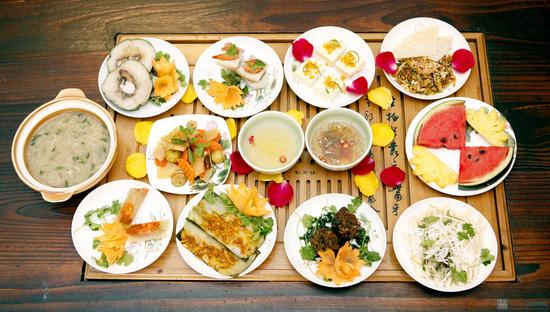 Món ăn đậm đà xứ Huế tại Nhà hàng Trăng Vĩ Dạ - 1