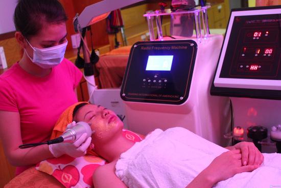 Điều trị mụn, vết thâm làm trắng mịn da mặt bằng công nghệ ASSH đa năng Blue Light TMV Hồng Ngọc - Chỉ 99.000đ - 2