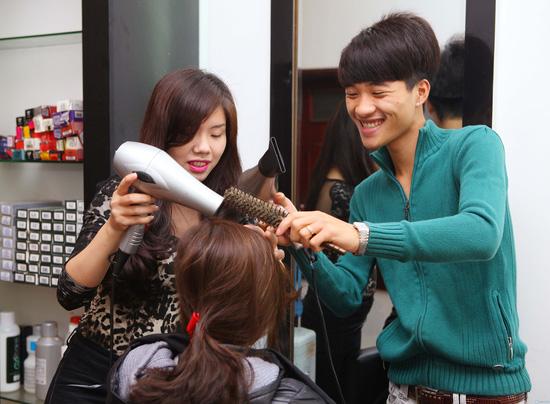 Uốn (nóng hoặc lạnh)/ nhuộm/ ép dành cho 01 người tại Siêu thị tóc New & Nice - Chỉ với 253.000đ - 7
