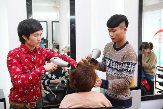 Uốn (nóng hoặc lạnh)/ nhuộm/ ép dành cho 01 người tại Siêu thị tóc New & Nice - Chỉ với 253.000đ - 6