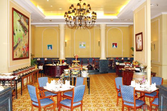 Tiệc buffet buổi trưa chủ nhật hàng tuần tại Khách sạn Habour View - chỉ 275.000đ - 1