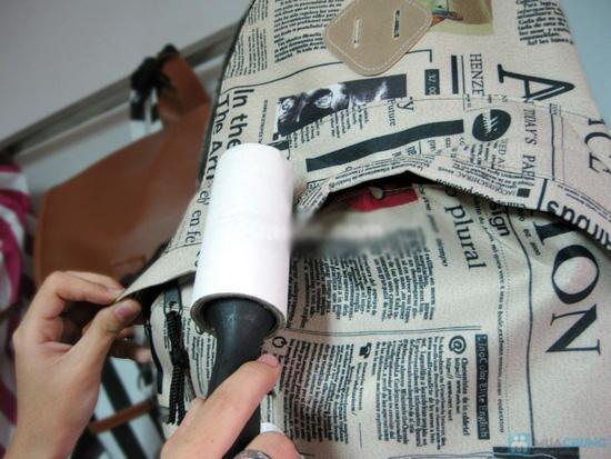 Nhẹ nhàng làm sạch bụi, lông thú nuôi trên quần áo, chăn ga, gối nệm với Combo 02 cây lăn bụi - Chỉ với 60.000đ - 1