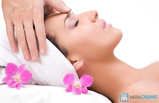 Massage trắng sáng da mặt bằng tinh chất đặc trị serum C tại Emvy Spa - Chỉ 69.000đ - 1