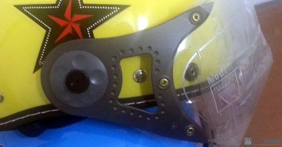 An toàn và thời trang khi lưu thông trên đường bằng xe máy với mũ bảo hiểm có kính chuẩn CR- chỉ 150.000đ - 2