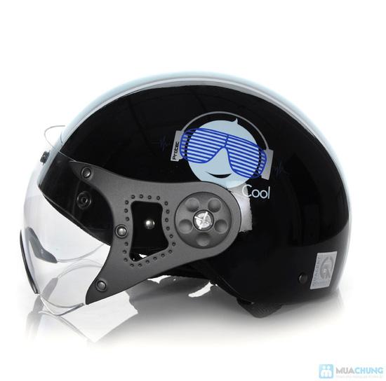 An toàn và thời trang khi lưu thông trên đường bằng xe máy với mũ bảo hiểm có kính chuẩn CR- chỉ 150.000đ - 1