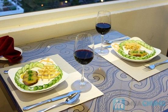 Bữa tối lãng mạn cho 2 người tại nhà hàng Sea View - Chỉ 315.000đ - 12