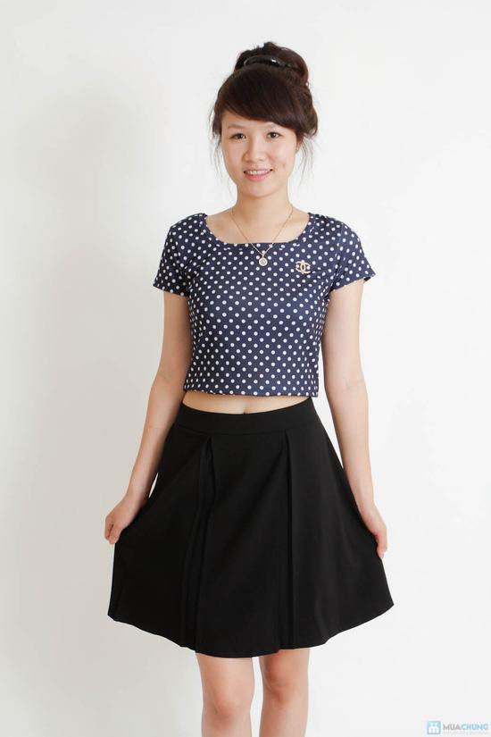 Combo áo croptop và chân váy đen - 3