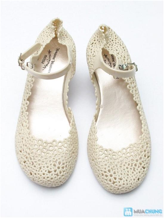 Xăng đan kết hoa xinh xắn với 02 màu trẻ trung, chất liệu nhựa cao cấp, êm ái cho đôi chân bạn gái - Chỉ với 98.000đ - 3