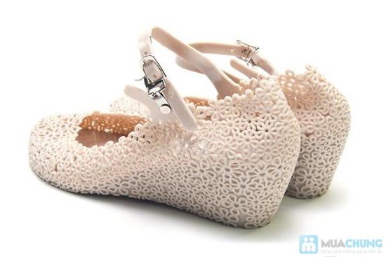 Xăng đan kết hoa xinh xắn với 02 màu trẻ trung, chất liệu nhựa cao cấp, êm ái cho đôi chân bạn gái - Chỉ với 98.000đ - 4
