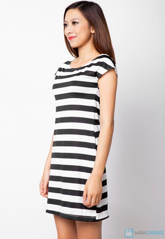 Đầm suông sọc ngang trắng đen cá tính - 10