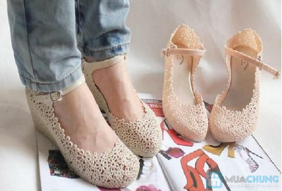 Trẻ trung, xinh xắn với những kiểu giày nhựa  - Chỉ 70.000đ/01 đôi - 7