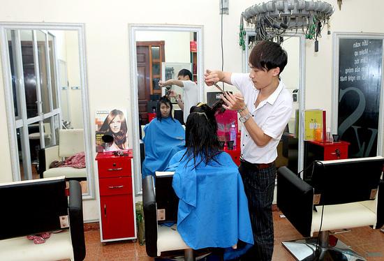 Trọn gói làm tóc kèm hấp tóc tại VS International - 8