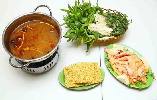 Set lẩu riêu cua bò cho 3-4 người tại nhà hàng Việt Quán - 5