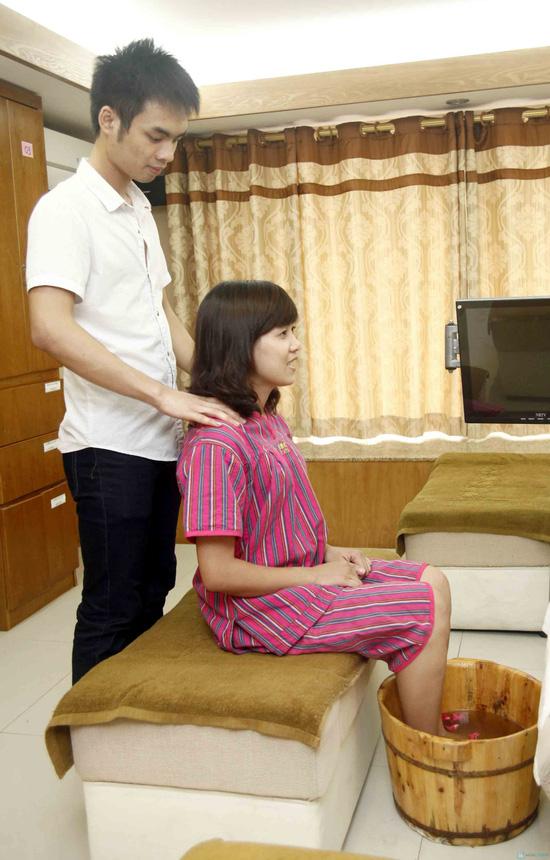 Massage chân tại Life Spa - 1