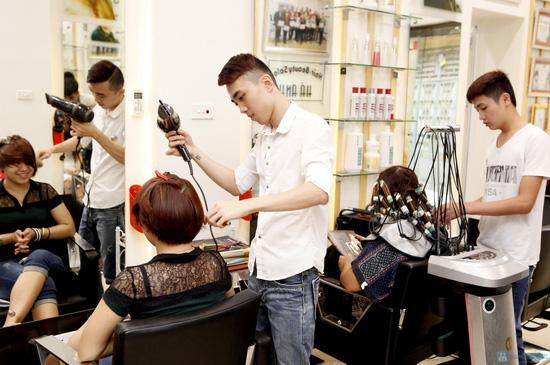 Áp dụng 1 trong 5 gói dịch vụ làm tóc trọn gói tại Hà Anh Salon - 6