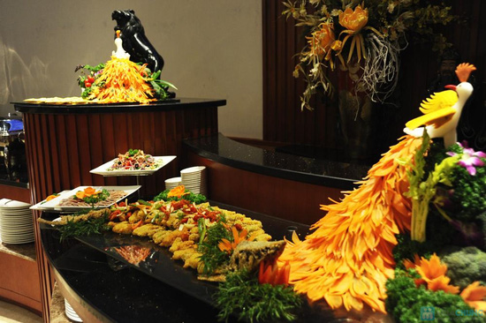 Buffet 300 món tại  Grand Brothers - Royal City - 24