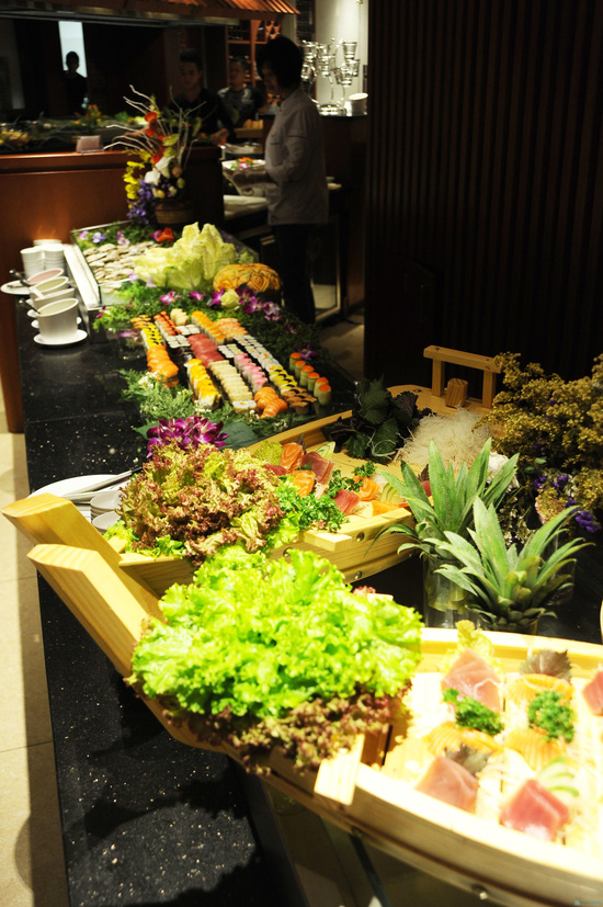 Buffet 300 món tại  Grand Brothers - Royal City - 1